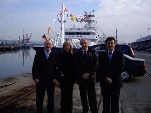Con unos amigos en la inauguración del último atunero-congelador construido por armadores bermeanos