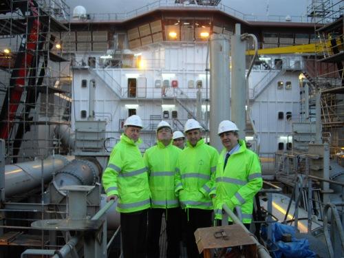A bordo del Cristóbal Colón, con Anasagasti, Zubia e Iñaki, el director general del Astillero