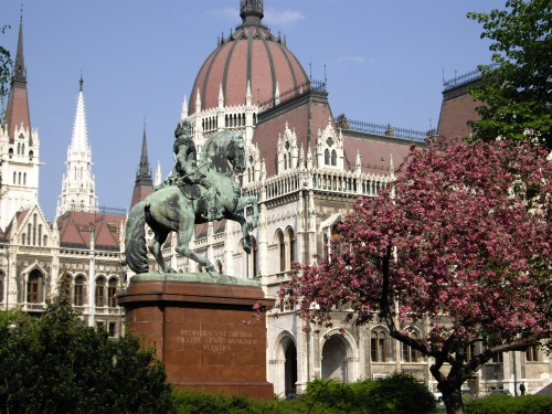 Estatua ecuestre de Ferec II Rakoczi frente al Parlamento de Hungría