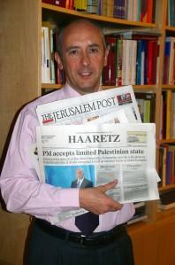 Fotografía obtenida esta mañana, con diversas cabeceras de la prensa israelí