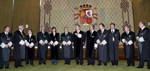 Magistrados del Tribunal Constitucional posando ante las cámaras