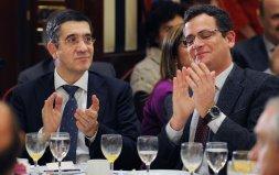 Inquisidores, espías políticos y corroidos por la corrupción aplauden juntos