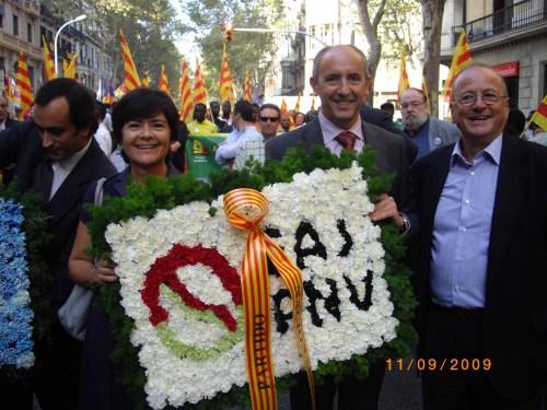 Con la ofrenda floral del PNV a Rafael Casanova. A mi izquierda, el senador de CiU Jordi Villajoana