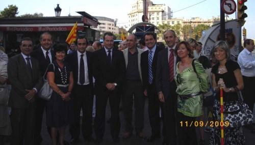 Representantes de los partidos gallegos, mallorquines, valencianos y vascos invitados por CiU a la Diana, junto a Artur Mas y otros militantes convergentes