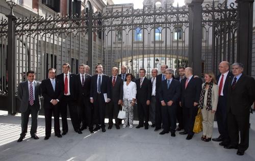 Delegación de cargos internos e institucionales del PNV, esta tarde frente a la verja del Congreso