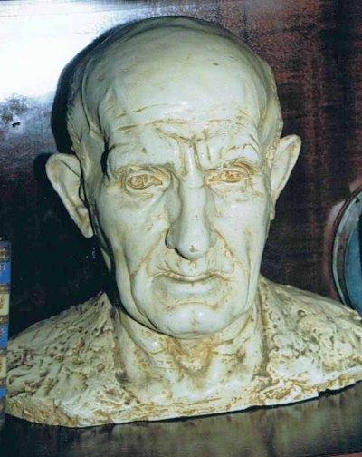 Tomas Aranaren bustoa. Espetxean ezagutu zuen Basterra eskultoreak egina da.