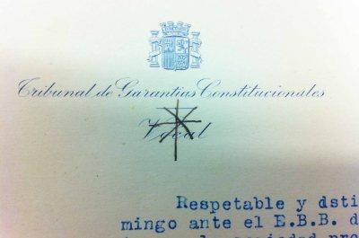 Tribunal de Garantías Constitucionales delakoaren bokala zenean, ikurriñaren irudia marraztu ohi zuen idazkien menbretean menbretean.